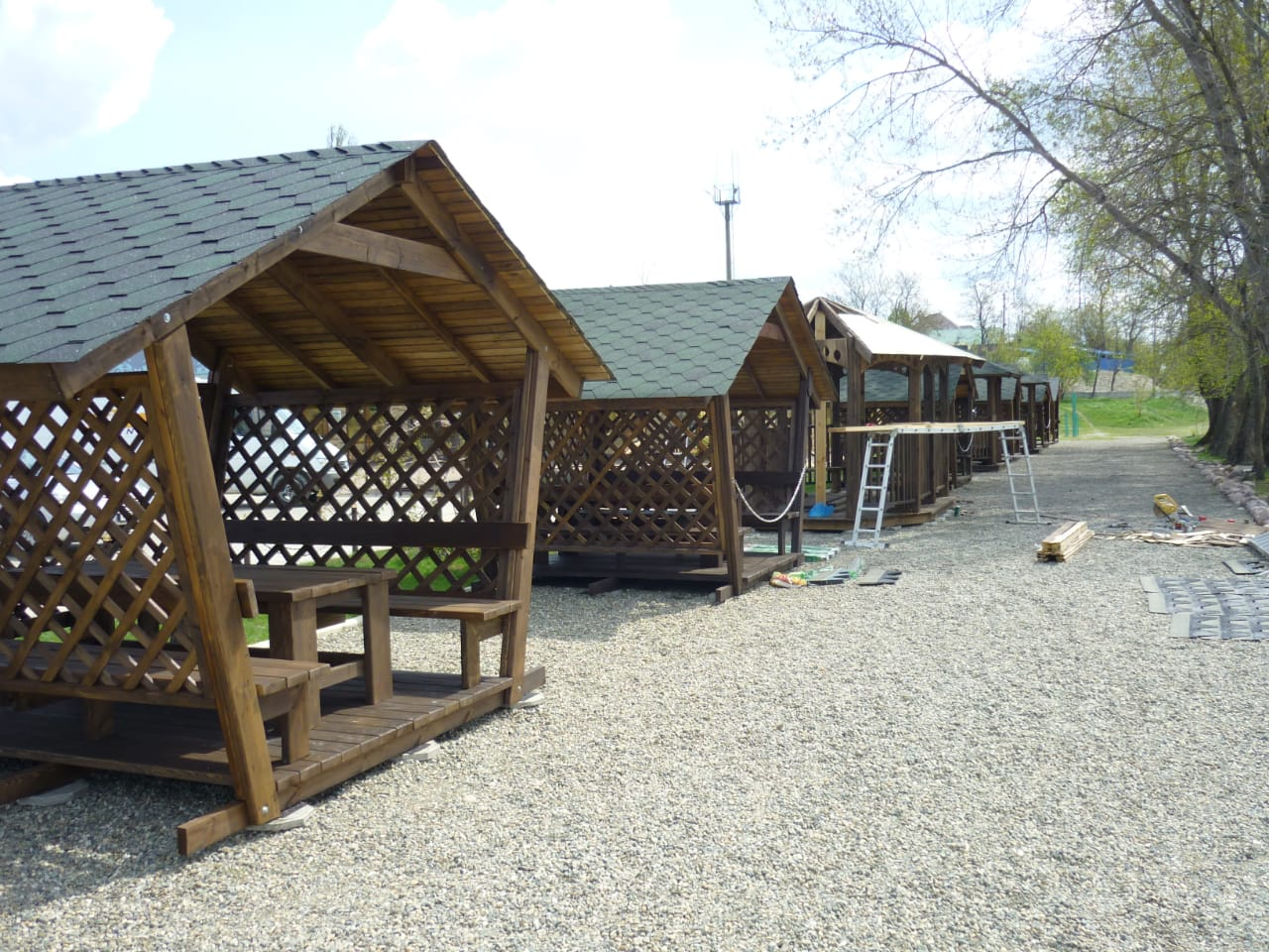 Где в Кропоткине купить деревянную беседку для сада и дачи