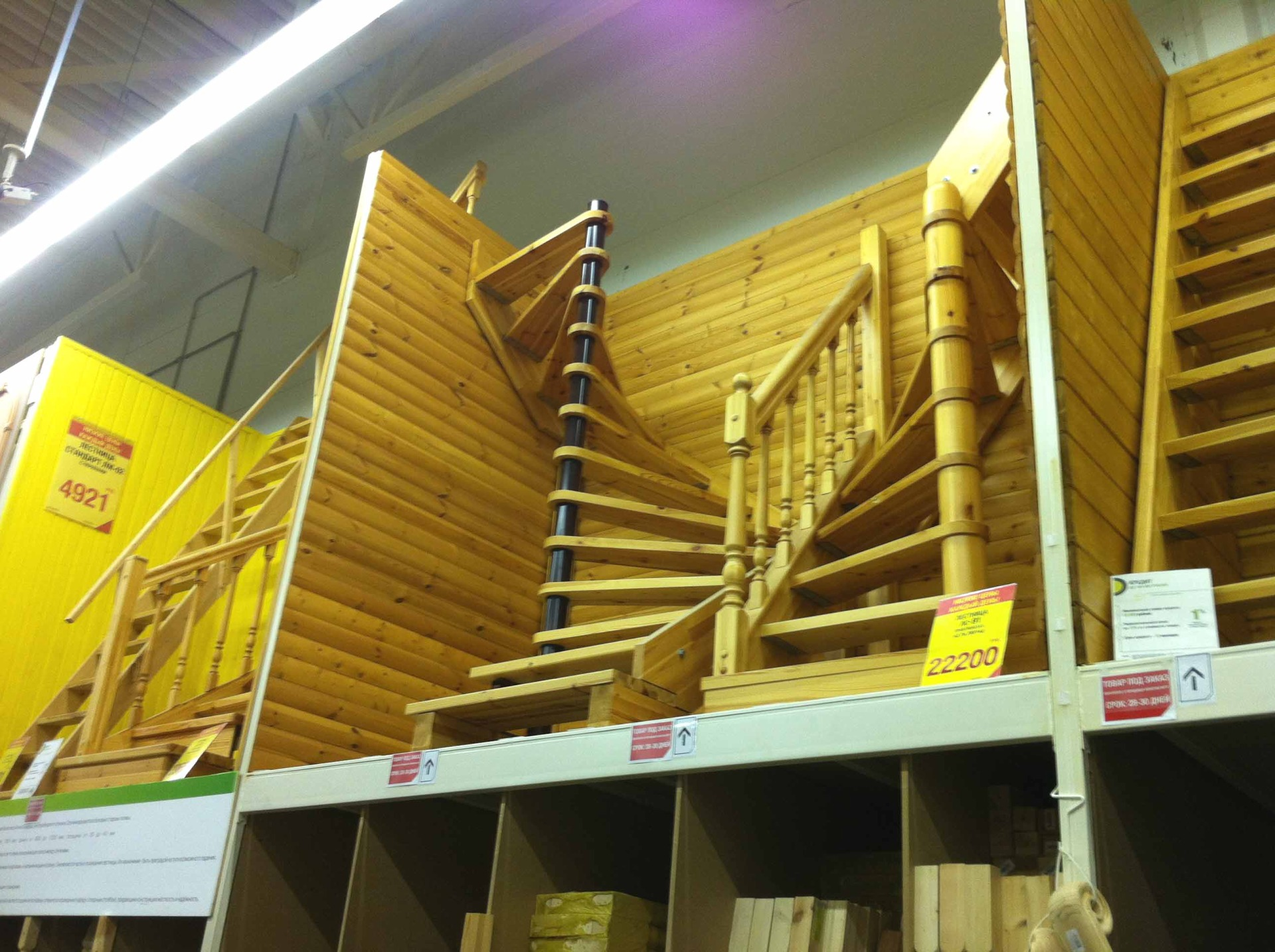Дешевые готовые межэтажные лестницы из массива дерева в городе Краснодаре