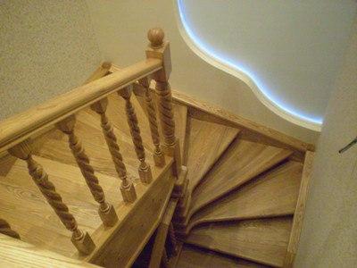 Лестницы из массива дерева твердых пород на заказ в городе Кропоткине, Гулькевичи